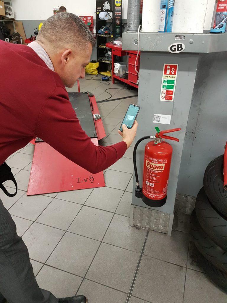 Man checking HiViz Asset label